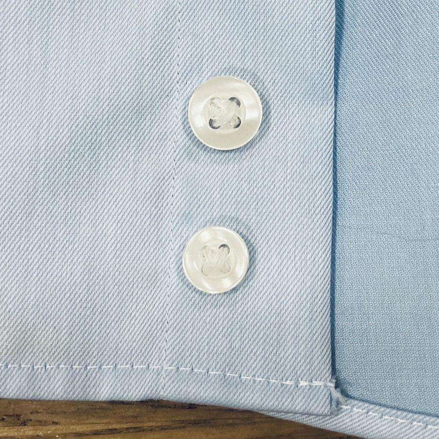 Bouton de courtoisie chemise sur mesure